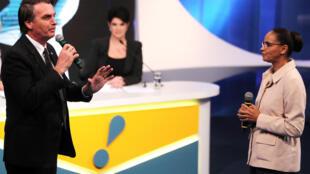 Les candidats à la présidentielle Jair Bolsonaro (extrême-droite) et Marina Silva (écologiste/évangéliste) lors d'un débat télévisé le 17 août 2018.