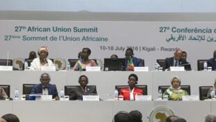 Le 27e sommet des chefs d'Etat de l'Union africaine (UA) s'ouvre à KIGALI, où les récents combats au Soudan du Sud et la succession de la présidente de la commission de l'UA seront au coeur des discussions.