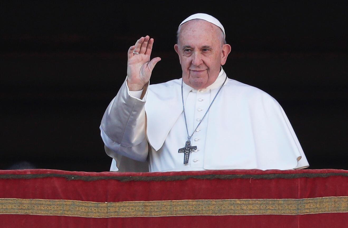 پاپ فرانسیس، رهبر کاتولیکهای جهان همزمان با میلاد مسیح پیامبر برای سرزمینهای خاورمیانه آرزوی برقراری صلح نمود.