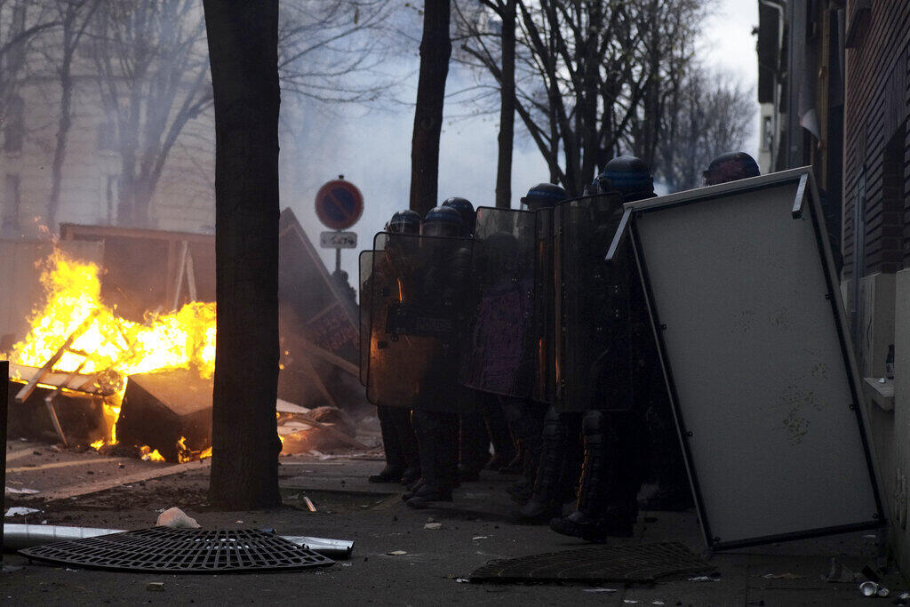 2020-12-05 france paris protest police violence security law