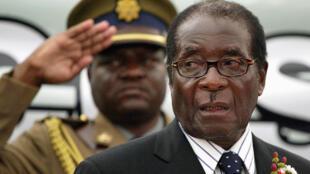 Rais Robert Mugabe hatimaye ameachia ngazi