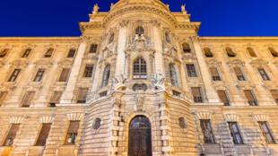 Palacio_de_Justicia,_Stachus,_Múnich,_Alemania,_2015-07-04,_DD_11