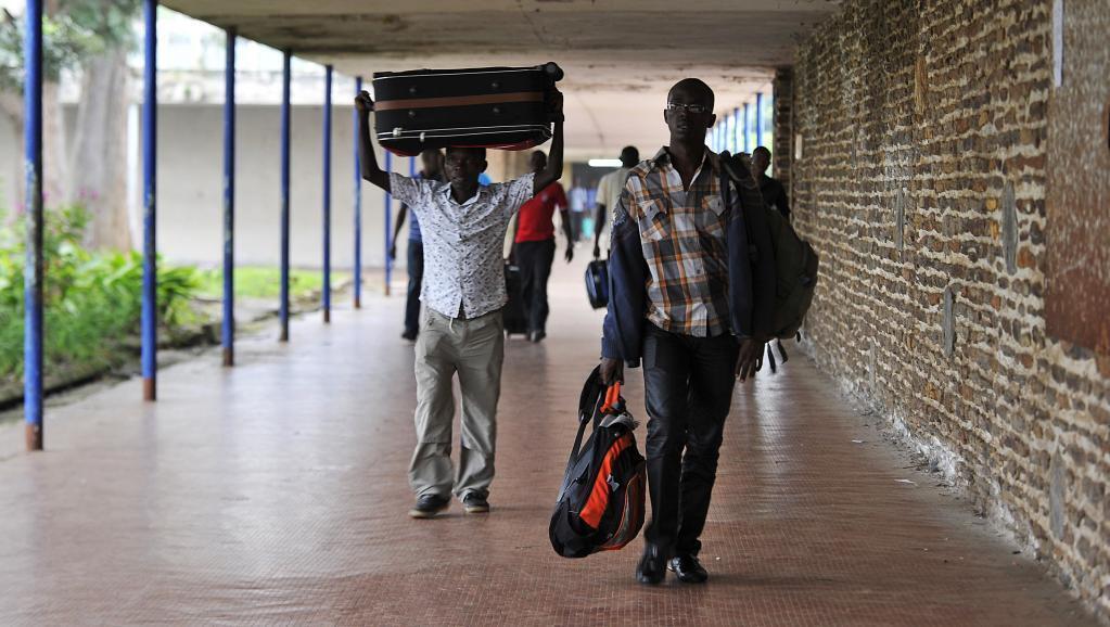 Des étudiants quittent le campus de l'université du Burundi à Bujumbura, le 30 avril 2015.