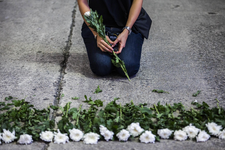 Una artista participa en una manifestación en Hong Kong, el 3 de junio de 2021, para recordar a las víctimas de la matanza de 1989 en la plaza Tiananmen de Pekín
