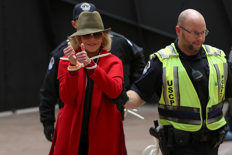 美國奧斯卡影後簡芳達2019年11月1日因在美國國會參議院前示威被捕拘留一天。