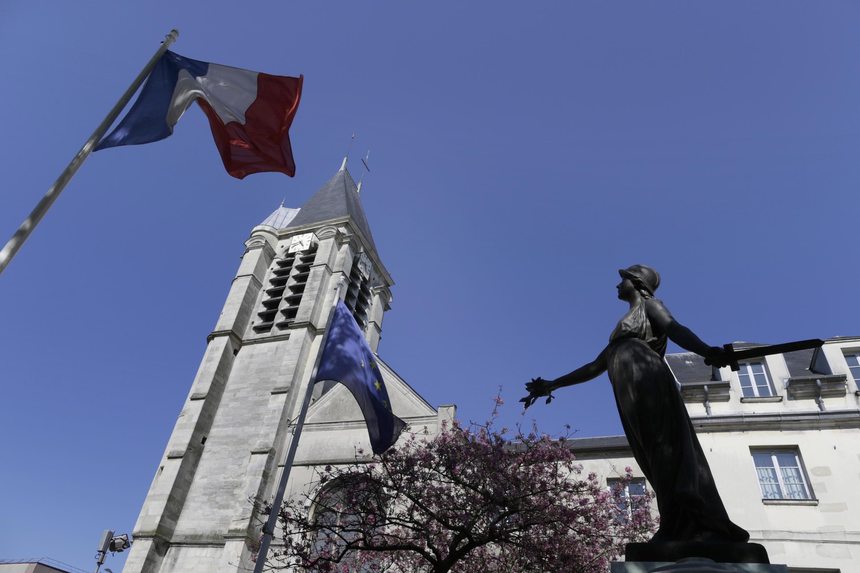 В церкви Сен-Сир и Сен-Жюльетт в парижском пригороде Вильжюиф теракт предотвратили в июле 2015 г.