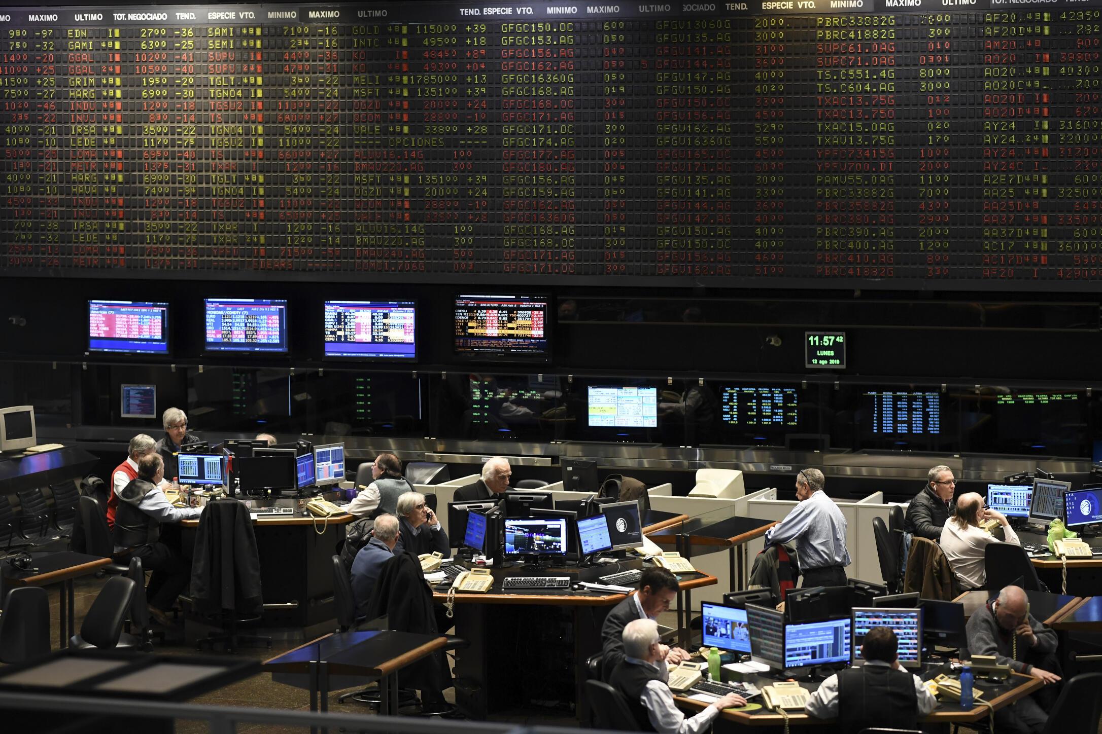 阿根廷股市8月12日暴跌近30%,在马克里于初选惨败后。
