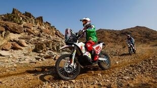 Pierre Cherpin conduce su moto durante la primera etapa del Rally Dakar, el 3 de enero de 2021 en Yedá (Arabia Saudí), en una imagen divulgada el 15 de enero por ASO