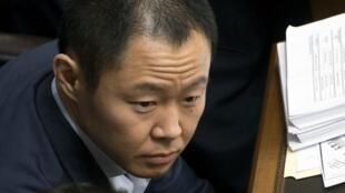 """""""Le digo a mi hermana Keiko: 'aquí tienes mi cabeza'"""", dijo Kenji a los periodistas tras la votación."""