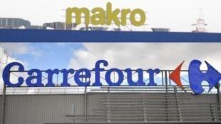 A multinacional dos hipermercados francesa Carrefour anunciou a compra de 30 lojas da rede Makro no Brasil.