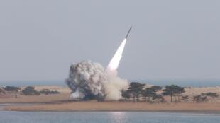 Ảnh Bắc Triều Tiên phóng tên lửa tầm ngắn được thống tấn KCNA đăng tải ngày 04/03/2016.