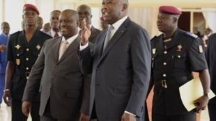 Guillaume Soro et Laurent Gbagbo arrivent au Conseil des ministres à Yamoussoukro, le 5 août 2010.