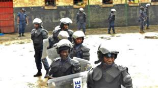 Askari polisi katika gereza la Bukavu baada ya makabiliano na wafungwa mwaka 2012.