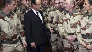 French President François Hollande farewells soldiers heading to Mali on Saturday.