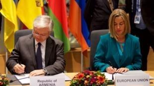 Эдвард Налбандян и Федерика Могерини подписывают соглашение между ЕС и Арменией