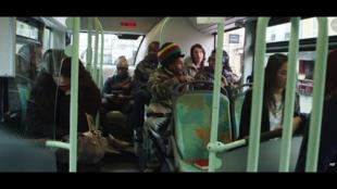 L'itinéraire d'un bus et celui de ses passagers sarcellois de plusieurs générations.