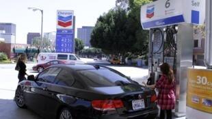 Giá xăng tại Hoa Kỳ cũng đã tăng. Ảnh ngày 11/04/2011