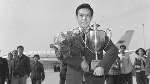 容国团在第25届世界乒乓球锦标赛中夺得男子单打冠军。这是中国大陆在国际比赛中获得的第一个世界冠军。