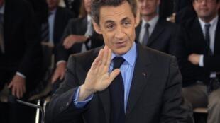 Presidente francês Nicolas Sarkozy é criticado pelas recentes intervenções militares da França na Líbia e na Costa do Marfim.