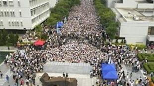 香港學聯發動罷課行動抗議假普選,在22日首日的行動中,學聯秘書長周永康稱有1.3萬學生參加。2014年9月22日香港