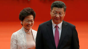 Carrie Lam, chefe do executivo de Hong Kong e Presidente da China Xi Jingping em Novembro de 2019.