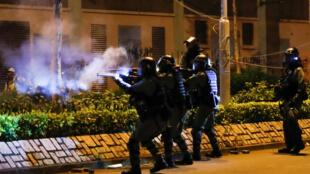 Polisi wakijaribu kuwatawanya waandamanaji Tseung Kwan, Hong Kong, China, Novemba 9, 2019.