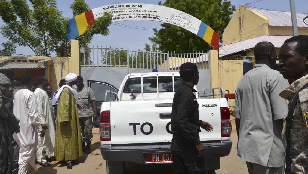 Vikosi vya usalama vya Chad mbele ya kituo kikuu cha polisi cha Ndjamena kiliyolengwa na mashambulizi ya kigaidi Jumatatu Juni 15 mwaka 2015.