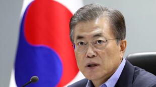 El presidente surcoreano Moon Jae-in durante un consejo de seguridad nacional tras el ensayo norcoreano, el 3 de septiembre de 2017.