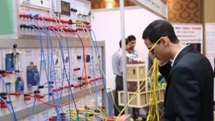 Démonstration technique lors d'un forum de l'emploi en Egypte.