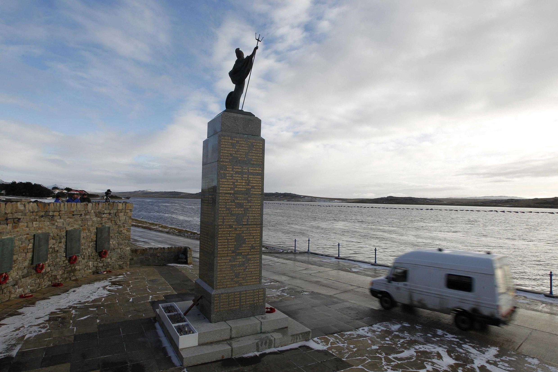 El Monumento a la Liberación, dedicado a los soldados británicos que murieron en 2012 durante el conflicto bélico con Argentina en 1982.