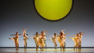巴黎歌劇院芭蕾舞團演出本傑明·米勒皮耶(Benjamin Millepied)的作品。