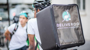Entregadores do aplicativo Deliveroo em Paris
