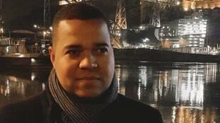 Thiago Melo viajou para Portugal para cursar mestrado em Ciências da Comunicação, na Universidade do Minho, em Braga.
