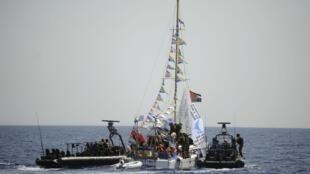 Marinha israelense intercepta embarcação de tentava quebrar  bloqueio marítimo à Faixa de Gaza.