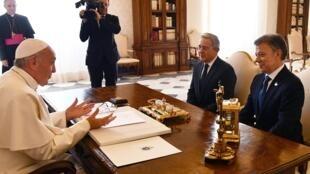 El Papa Francisco en el Vaticano con Juan Manuel Santos y Álvaro Uribe. 16 de diciembre de 2016.