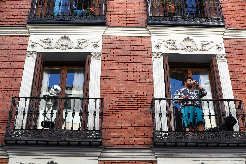 Жители Мадрида во время карантина.