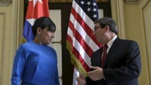 Ngoại trưởng Cuba Bruno Rodríguez (trái) hội kiến Bộ trưởng Thương mại Mỹ Penny Pritzker, 07/1/2015, La Habana.