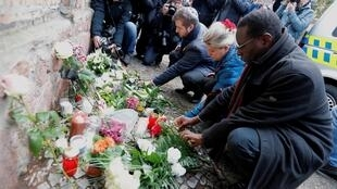 People lay flowers outside the synagogue in Halle, Germany, October 10, 2019, after two people were killed in a failed attack on the synagogue on Yom Kippur, 9 October 2019.