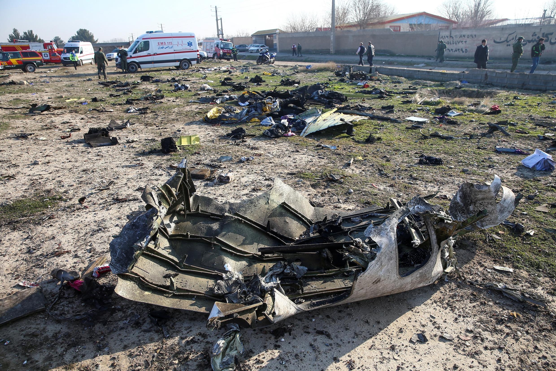 بقایای هواپیمای ساقط شدۀ اوکراینی توسط سپاه پاسداران