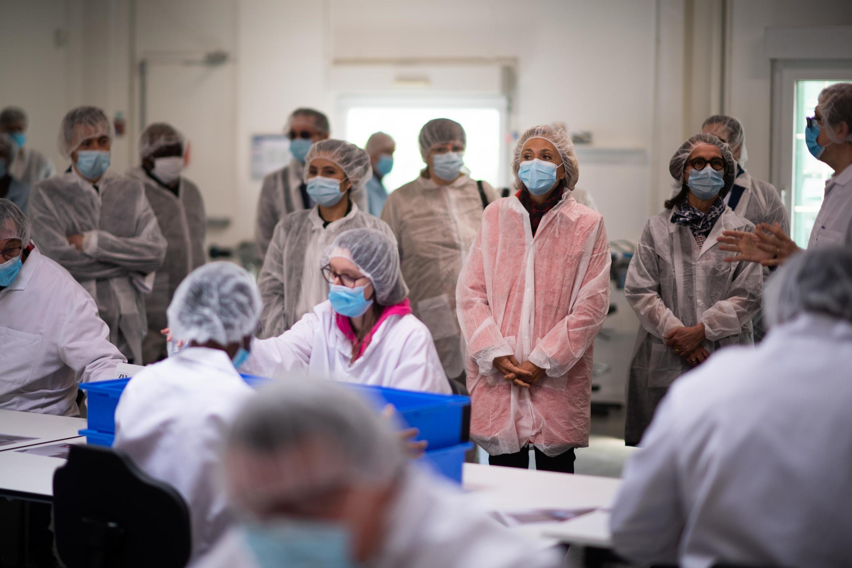 President of Ile-de-France Valérie Pécresse visits a lab in Villiers-le-Bel