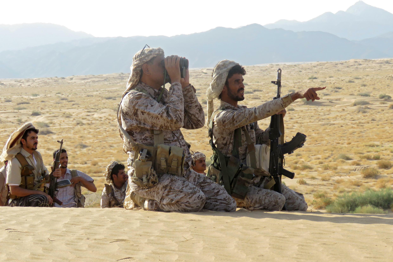 Unos combatientes leales al gobierno yemení apoyado por Arabia Saudí, fotografiados en el frente de Marib el 27 de septiembre de 2021