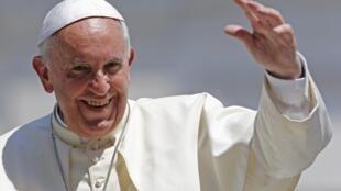 Papa Francisco, que prometeu tolerância zero com pedófilos, demite embaixador na República Dominicana