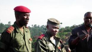 """Jenerali Gabriel Amisi Kumba maarufu """"Tango Fort"""" (katikati), hapa mwaka 2004."""