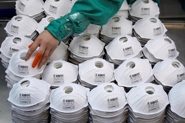 Dans une usine de fabrication de masques à Shangai, en Chine, le 31 janvier 2020.