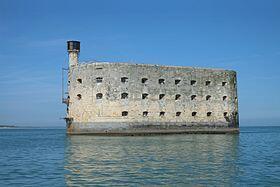法國重要海事戰略古跡博亞德海上碉堡(Fort Boyard)