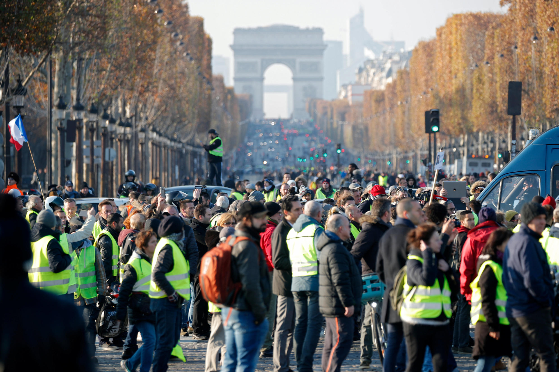 gilets jaunes protesters at the Champs Elysées, 17 November 2018