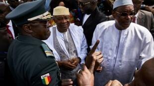 L'ancien président malien Amadou Touani Touré à son arrivée à Bamako après 5 ans d'exil. (à droite)