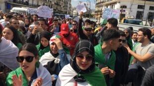 Les étudiants une nouvelle fois dans rues d'Alger, en Algérie, le 2 avril 2019.