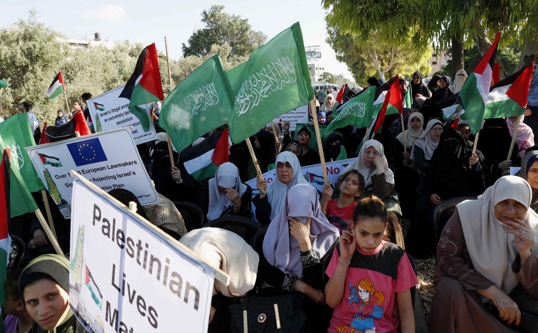 Des femmes partisanes du Hamas assistent à une manifestation contre le projet israélien d'annexer des parties de la Cisjordanie et l'initiative du président américain Donald Trump au Moyen-Orient, Beit Hanoun, le jeudi 9 juillet 2020.