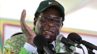 Le Président du Zimbabwe, Robert Mugabe, lors d'une conférence à Harare, le 17 décembre 2010.
